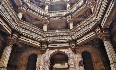 Palatul Dada Hari Vav din Ahmedabad