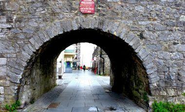 Arcul Spaniol si Zidurile Medievale din Galway